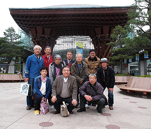 世界で最も美しい駅14選に国内で唯一選ばれた金沢駅の鼓門(つづみもん)