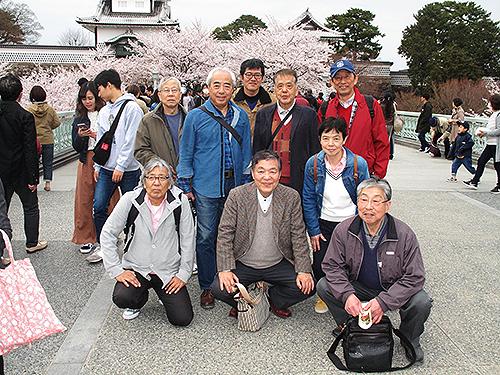 兼六園と金沢城公園をつなぐ石川門の前で